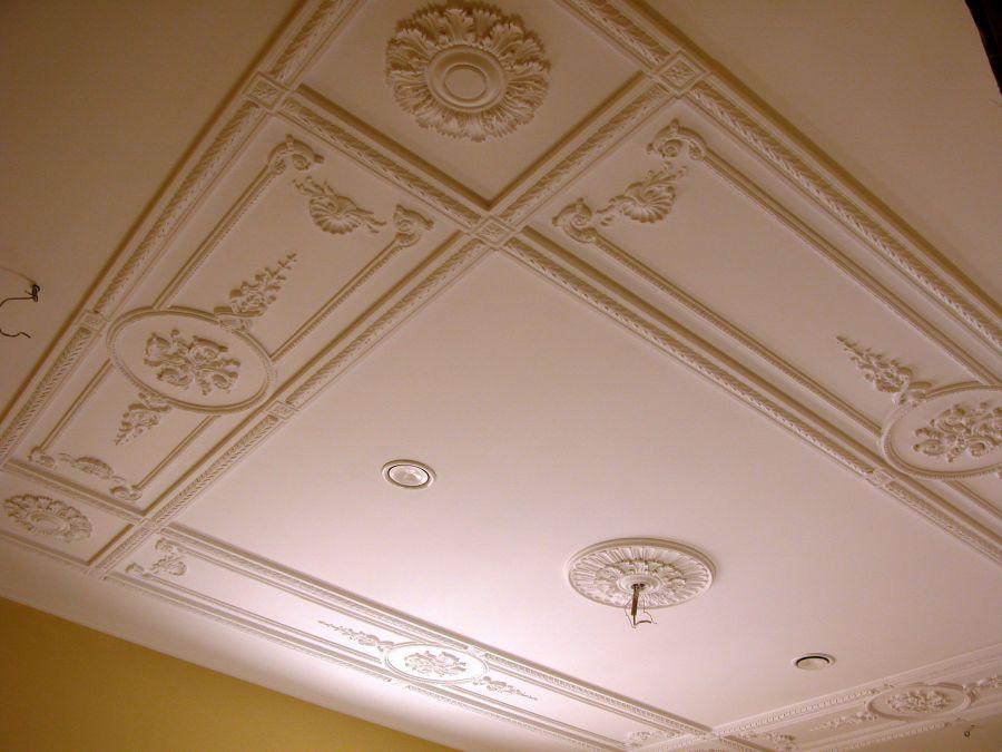 мини-гостиница как украсить потолок из гипсокартона лепниной фото покажем