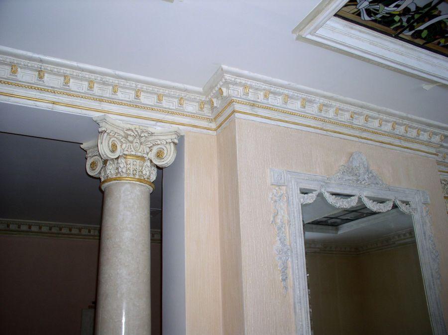 В доме отделка потолка и стен дома