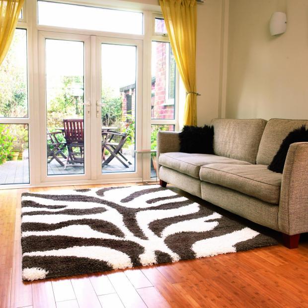 Фото современных ковров в интерьере гостиной