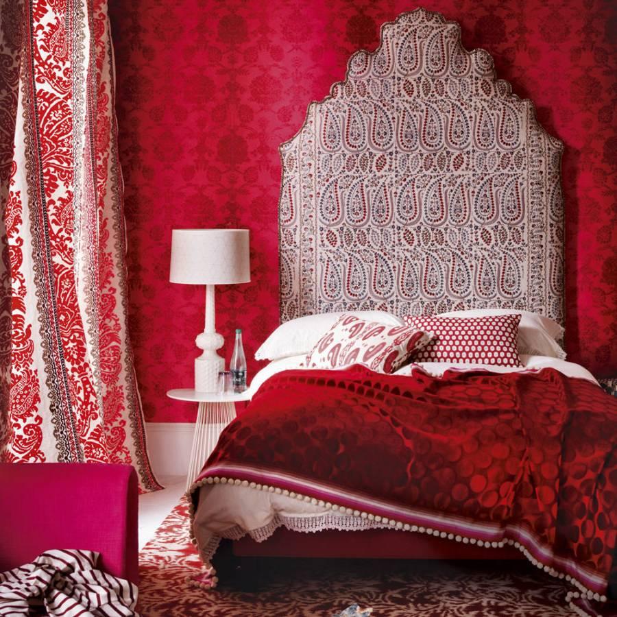 Дизайн спальни с бордовыми обоями фото
