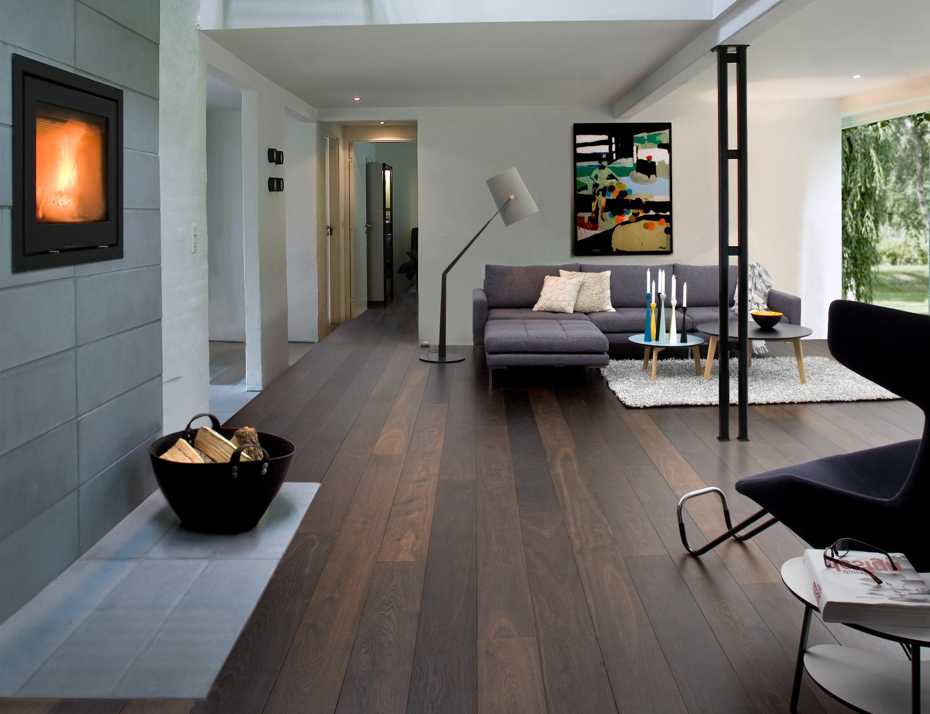 Дизайн интерьера с коричневым полом