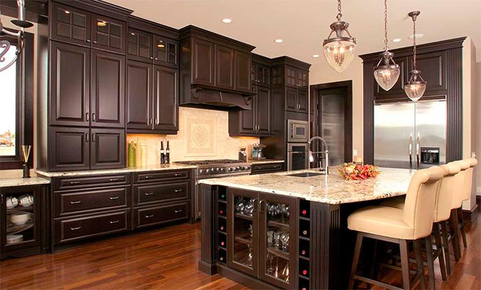Дизайн кухни с высокими потолками фото