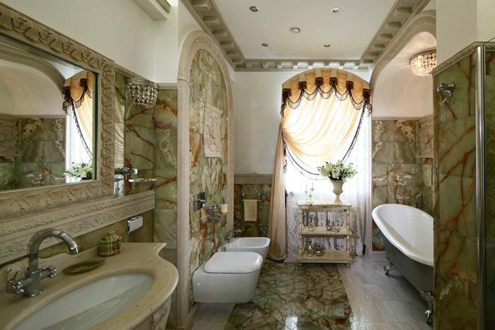 Мраморные стены в ванне в стиле рококо
