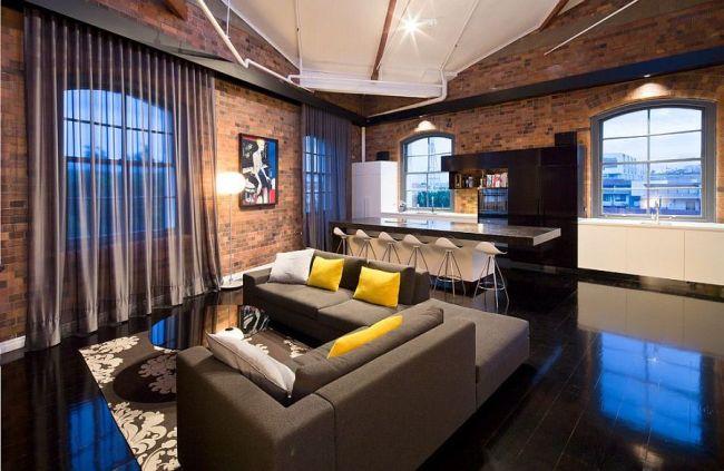 Роскошная современная гостиная с кирпичными стенами