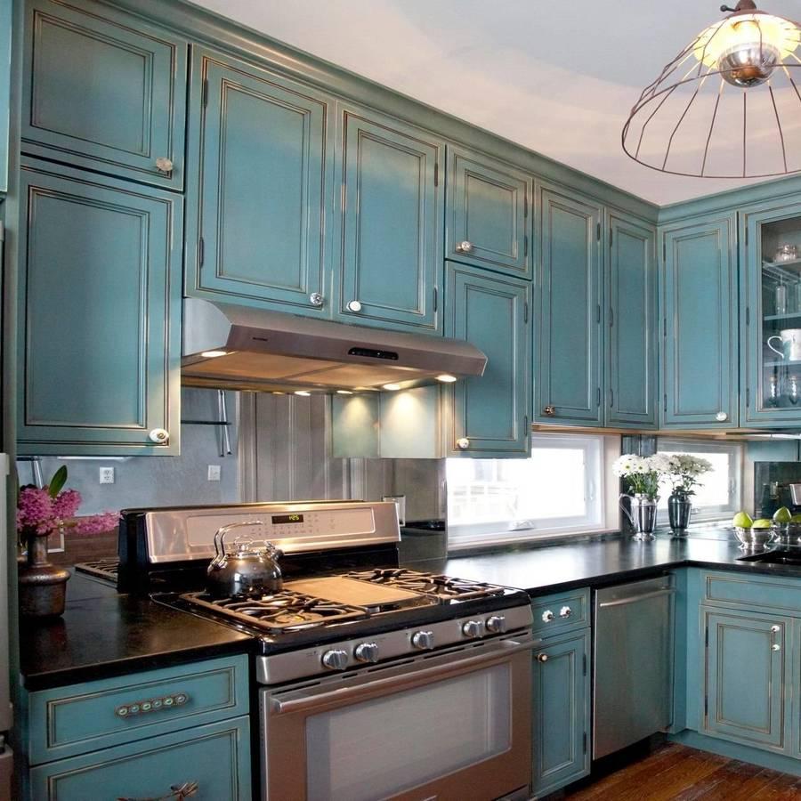 Интерьер кухни в серо-голубых тонах фото