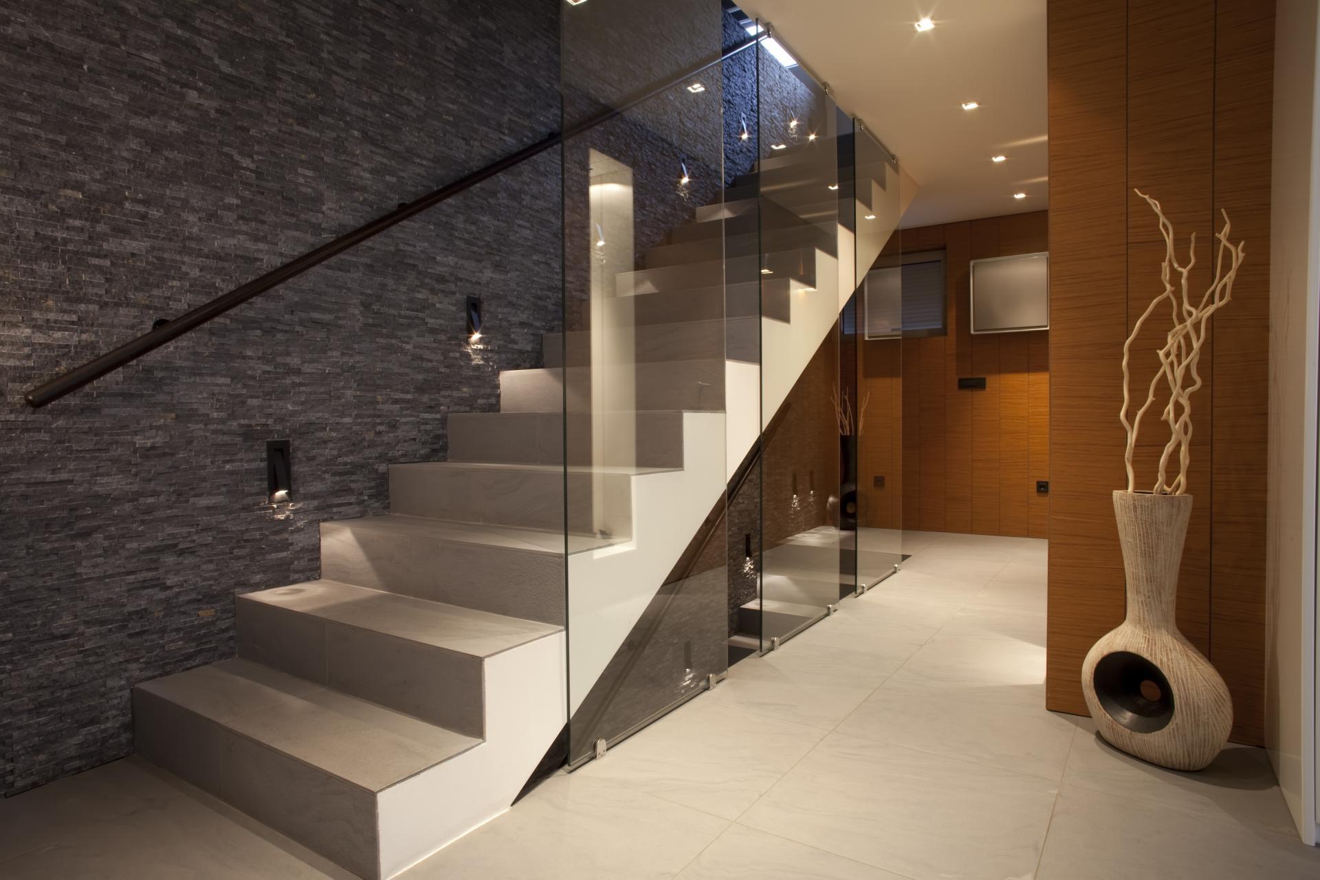 Дизайн лестниц в стиле хай тек