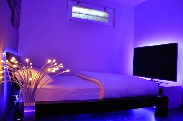 33 b Использование неоновой подсветки для дома Фото