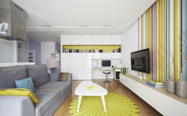 Белые, серые и салатовые оттенки в квартире-студии