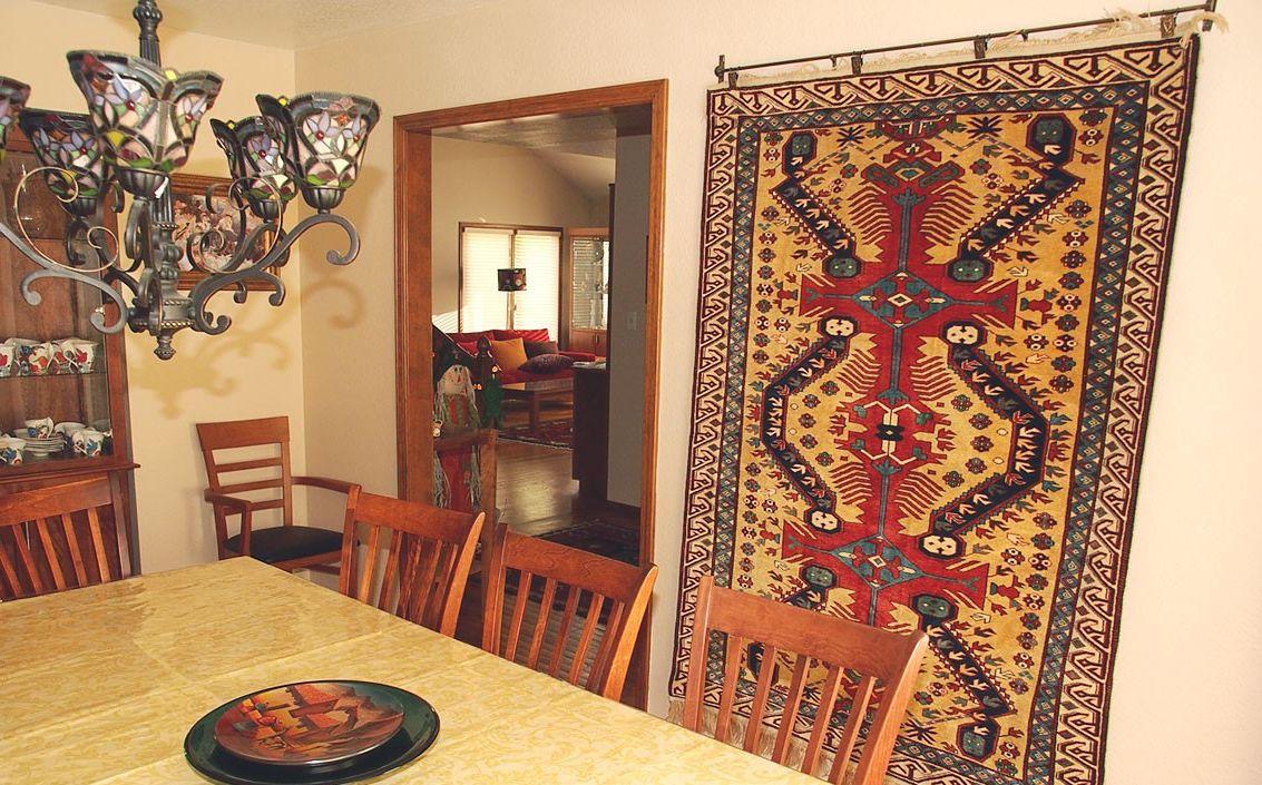 Зачем в СССР вешали ковры на стену?